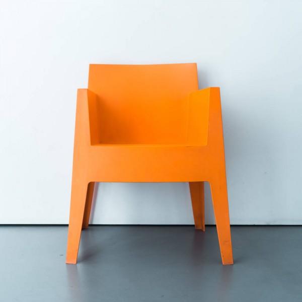 디스퀘어 오렌지 컬러 의자